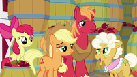 Goldie saying goodbye to Apple siblings S9E10