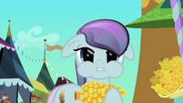 Pony eating corncob S3E2