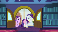 Rarity arrives at Twilight's classroom S8E17