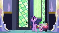 S05E03 Twi i Spike wchodzą do domu
