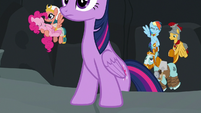 Twilight and friends climb out of Well of Shade S7E26