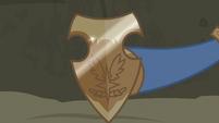 Commander Ironhead presents Netitus to Flash Magnus S7E16