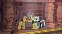 Rainbow, Quibble, and Daring on a swivel platform S6E13