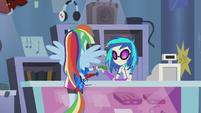Rainbow Dash buying the guitar EG2