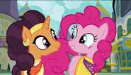 S06E12 Pinkie Pie i Saffron Masala