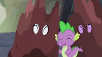 Spike surrounded by happy friends S6E5
