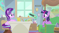 Starlight showing a book to Twilight MLPS4