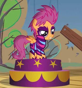 Scootaloo My Little Pony La Magia De La Amistad Wiki Fandom Don't fight it rainbow dash. scootaloo my little pony la magia de