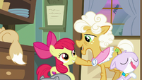 """Goldie """"y'all could use a helpin' hoof"""" S9E10"""