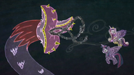 K16 Tatzlwurm atakuje Twilight i Cadance