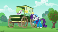 Sweetie Belle in a new traditional cart S6E14