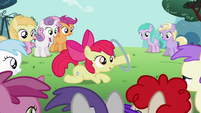 Apple Bloom shows off her new talent S2E06