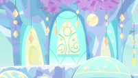 Crystal mass forms into treehouse layout S9E3