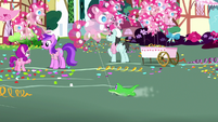 Gummy getting dragged by a balloon S8E18
