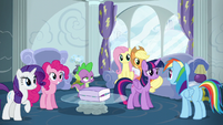 Rainbow Dash talking with her friends S6E7