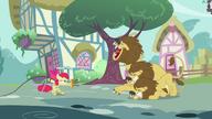 S02E06 Apple Bloom poskramia lwy