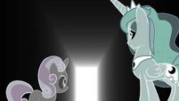 Sweetie Belle and Luna see an opened door S4E19
