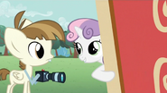 640px-Sweetie Belle and Featherweight S2E23