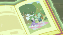 Picture of prince singing a song to princess S7E8