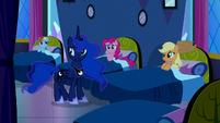 Princess Luna talking to the Mane Six S5E13