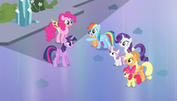 Rainbow sees Spike approaching S4E24