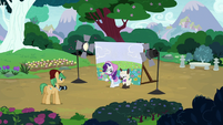 Rarity and Sweetie Belle at a costumed photoshoot S7E6