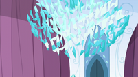 The Crystal Heart shatters S6E1