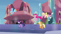 """Main ponies """"stay one step ahead"""" S03E12"""