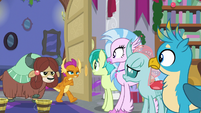 Smolder and Yona return to the room S8E16