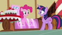 Twilight Sparkle greeting Pinkie Pie S7E3