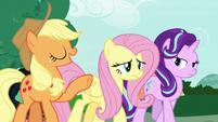 """Applejack """"turn lemons into lemonade"""" S7E19"""