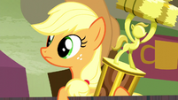 Applejack watching rodeo clowns S5E6