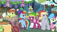 Rainbow and ponies look back at Applejack BGES1