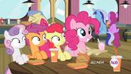 S04E15 Pinkie Pie ciesząca się na widok Twilight