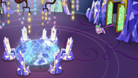 Spike drags Twilight into the throne room S7E15