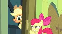 Apple Bloom tries to close the door S4E17