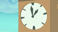 Clock on Ponyville Clock Tower S8E5