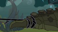 Cragadile subdued by black vine S4E02