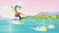 Discord water-skiing S03E10