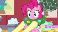 Fluttershy puts wreath around Pinkie's neck BGES2