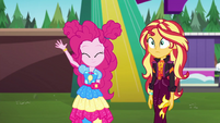 Pinkie waving goodbye to the others EGSBP
