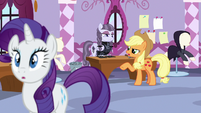 Applejack -more like an old and tattered look!- S7E9