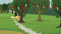 Applejack running around trees S3E08