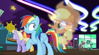 Applejack vision -don't let them out of your sight!- S8E5