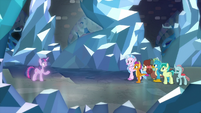Astral Twilight addressing the Young Six S8E22