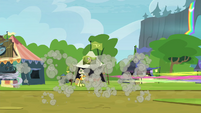 Crowd of ponies dispersing S4E22