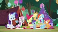 Pony sisters start digging into the food S7E16