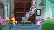 S05E26 Stos książek spada na małą Starlight
