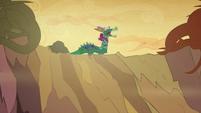 Twilight, Rarity and Rainbow in a dragon costume S2E21