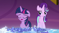 Twilight Sparkle apologizing to her friends S8E2